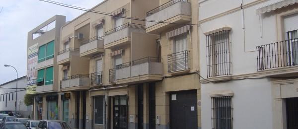 Cochera calle manolete montilla loluhsa for Pisos alquiler montilla